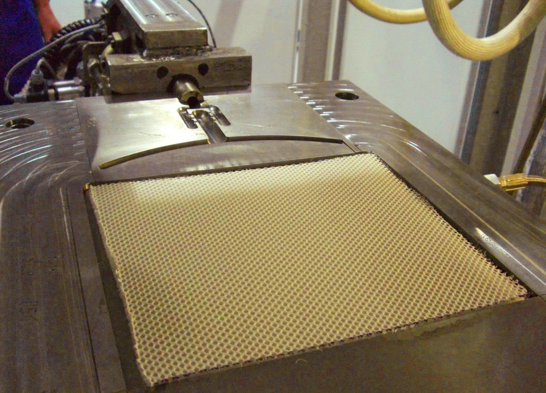 Employees of the TU Chemnitz produced a Polyurethane foam with the help of a RIM Process (Reaction Injection Moulding).